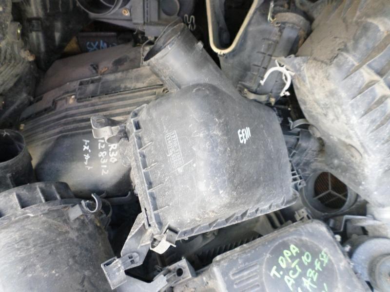 Корпус воздушного фильтра Toyota Sprinter EE111 4EFE (б/у)