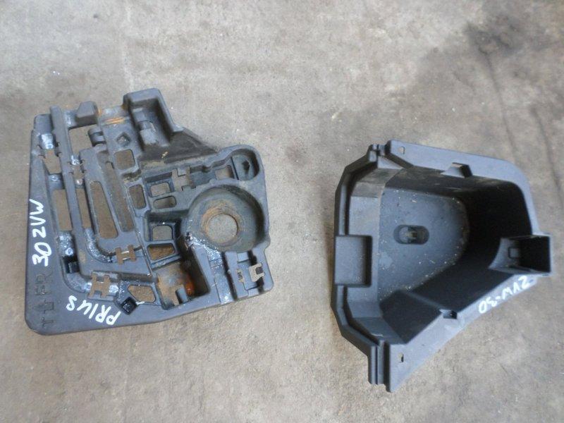 Ящик под инструменты Toyota Prius ZVW30 2013 (б/у)