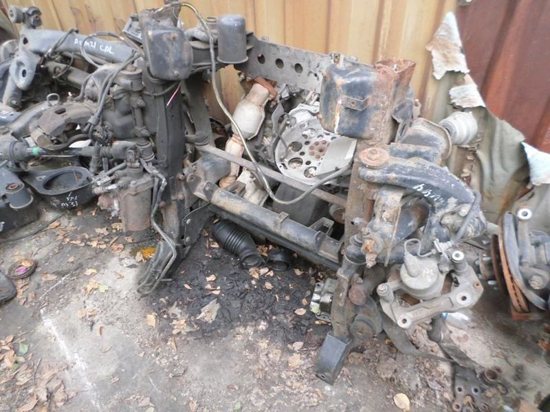 Амортизатор Mitsubishi Pajero V44W передний правый (б/у)