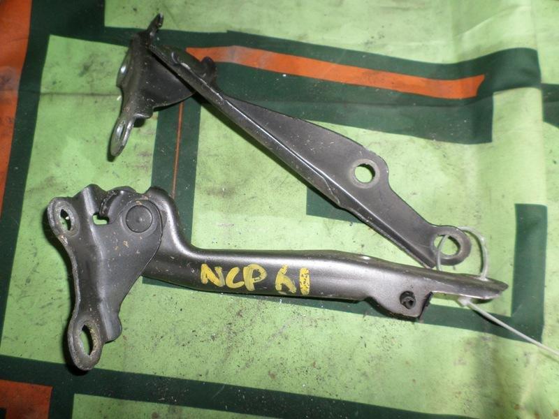 Петля капота Toyota Ist NCP61 передняя левая (б/у)