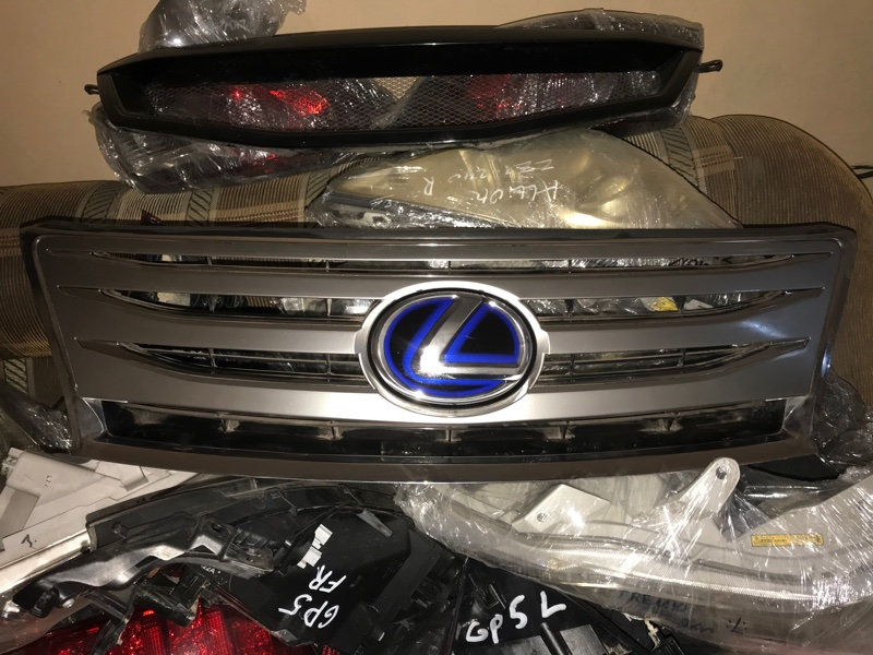 Решетка радиатора Lexus Ls600H (б/у)