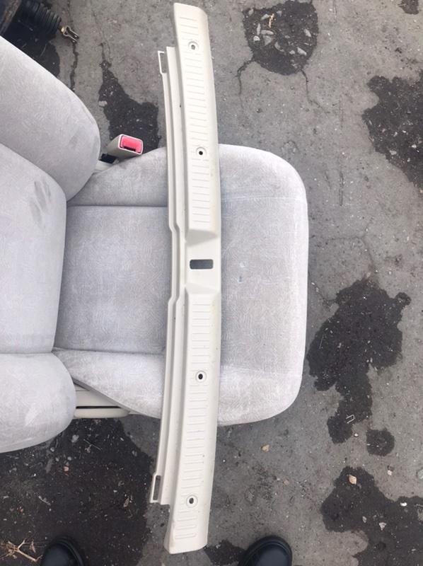 Накладка замка багажника Toyota Corolla Fielder NZE121 1NZ 2001 (б/у)