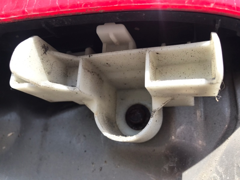 Крепление бампера Toyota Corolla Fielder NZE164 1NZ заднее правое (б/у)