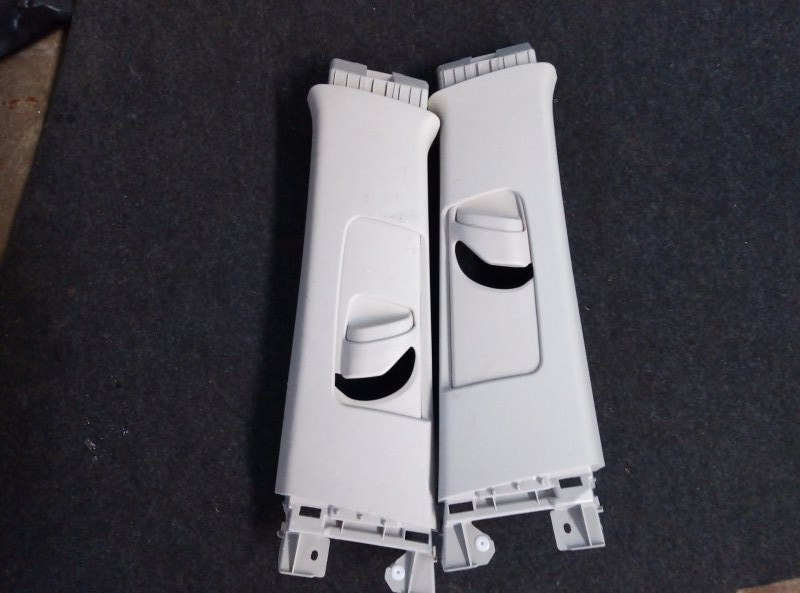 Накладка на стойку кузова Toyota Prius Alpha ZVW41 2ZR правая верхняя (б/у)