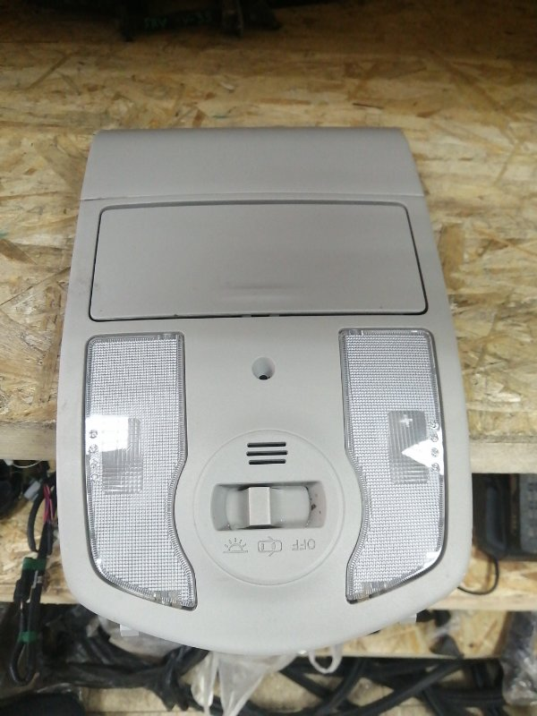 Лампа внутрисалонная Toyota Prius ZVW30 (б/у)