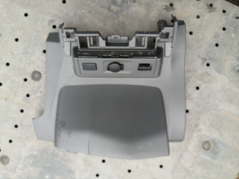 Центральная консоль Toyota Prius ZVW30 (б/у)