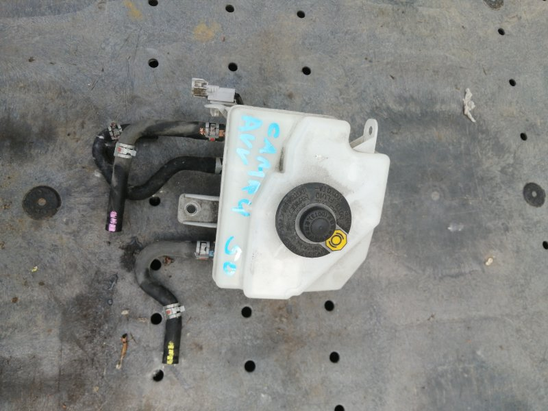 Бачок для тормозной жидкости Toyota Camry AVV50 2AR-2JM 2016 (б/у)
