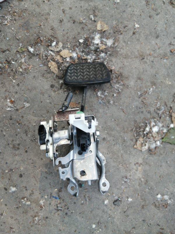 Педаль тормоза Toyota Camry AVV50 2AR-2JM 2016 (б/у)