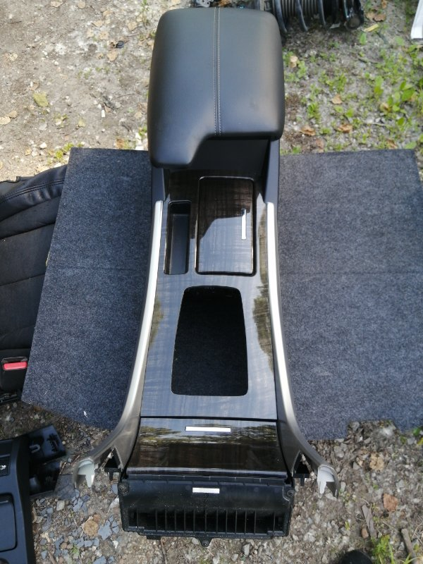 Бардачок между сиденьями Honda Accord CR6 LFA-MF8 2013 (б/у)