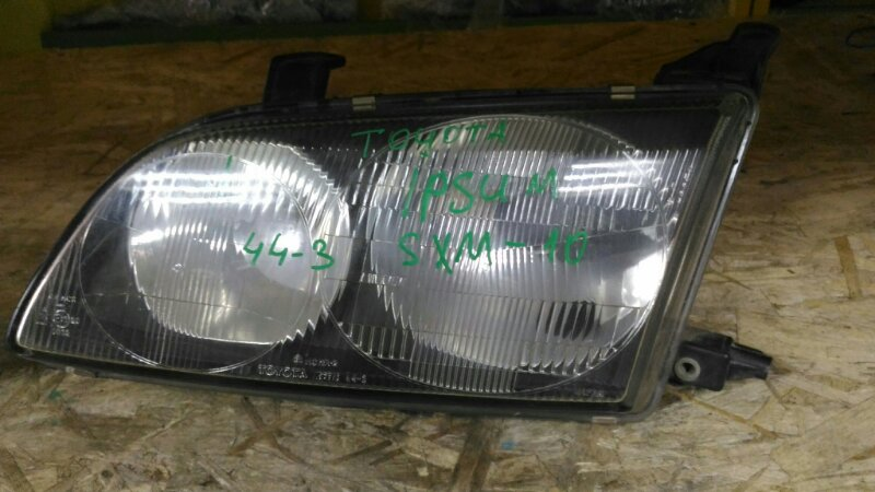 Фара Toyota Ipsum SMX10 левая (б/у)