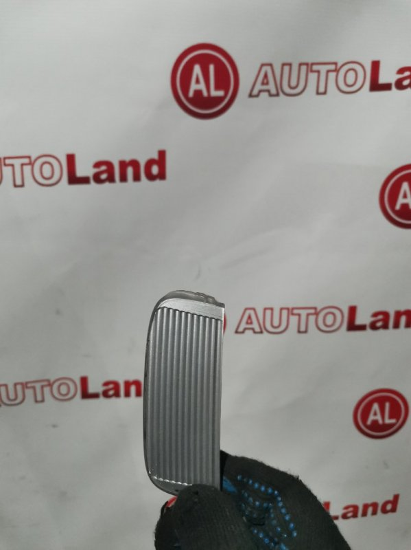Заглушка в бампер Nissan Bluebird U14 передняя правая