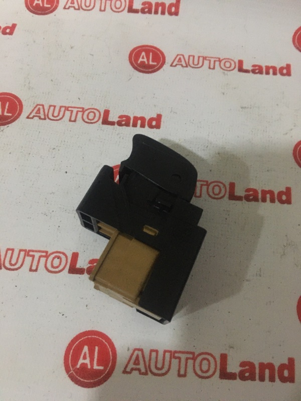 Блок управления стеклоподьемника Nissan Sunny FB15 задний правый