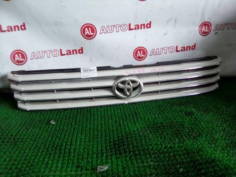 Решетка радиатора Toyota Regius RCH47