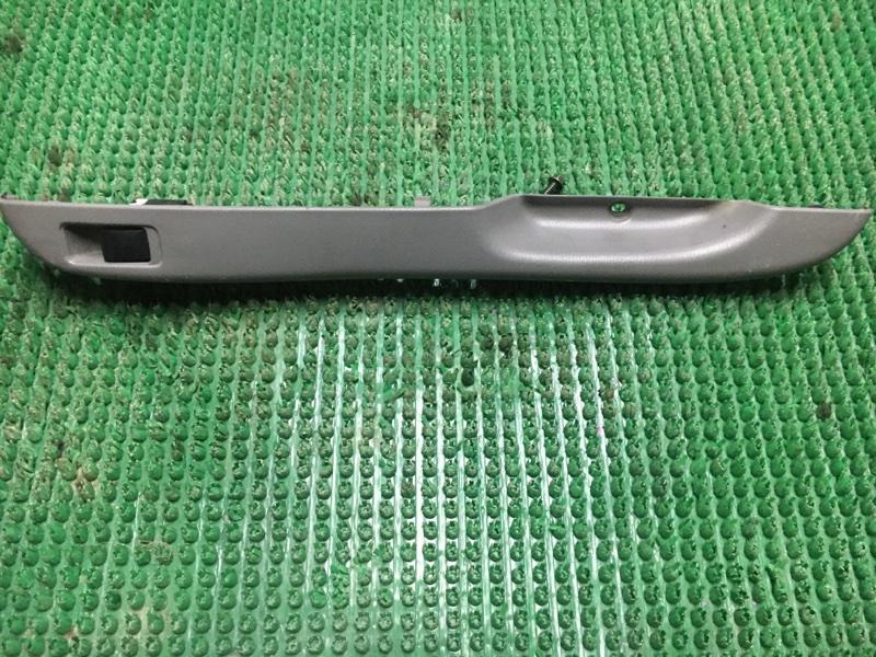Блок управления стеклоподьемника Nissan March K11 задний правый