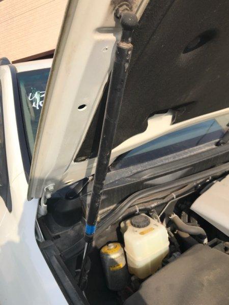 Амортизатор капота Toyota Land Cruiser UZJ200 2UZ-FE 2008 правый (б/у)