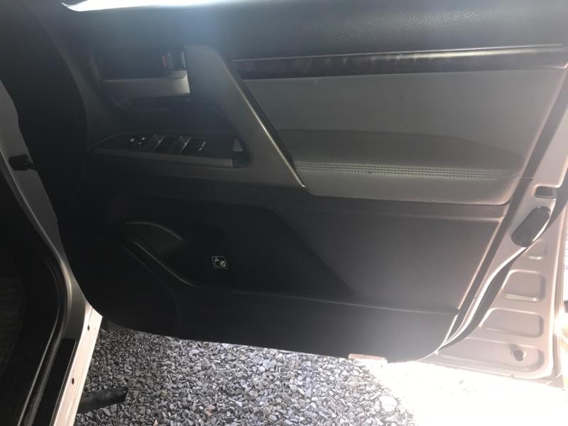 Обшивка дверей Toyota Land Cruiser UZJ200 2UZ-FE 2008 передняя правая (б/у)