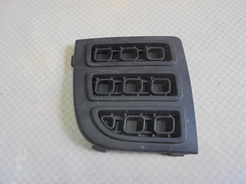 Решетка в бампер Ford Fusion CBK FXJA 2007 правая (б/у)