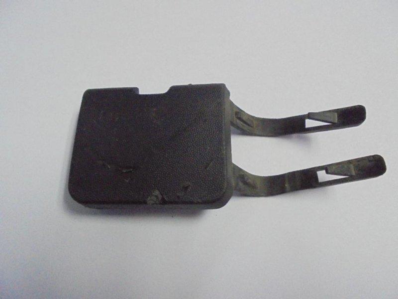 Заглушка буксировочного крюка Renault Logan LS0G/LS12 2008 передняя (б/у)