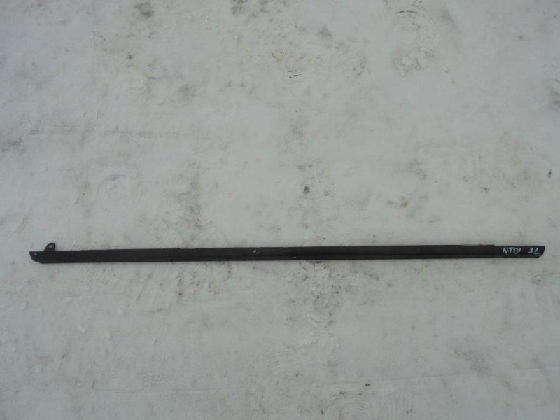Уплотнитель стекла двери Nissan Tiida C11 HR16DE 2008 задний левый (б/у)