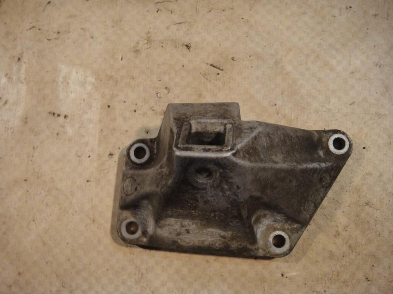 Кронштейн двигателя Bmw X6 E71 N63B44 левый (б/у)