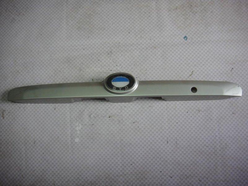 Накладка крышки багажника Byd F3 XC DA4G18 2007 (б/у)