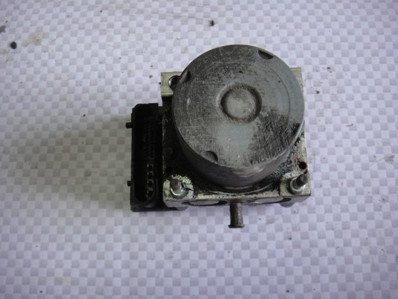 Блок abs (насос) Hyundai I30 FD G4FA 2009 (б/у)