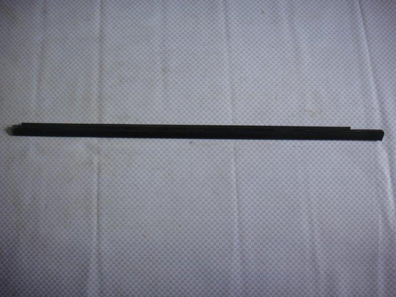 Уплотнитель стекла двери Chevrolet Lacetti J200 F14D3 2011 передний левый (б/у)