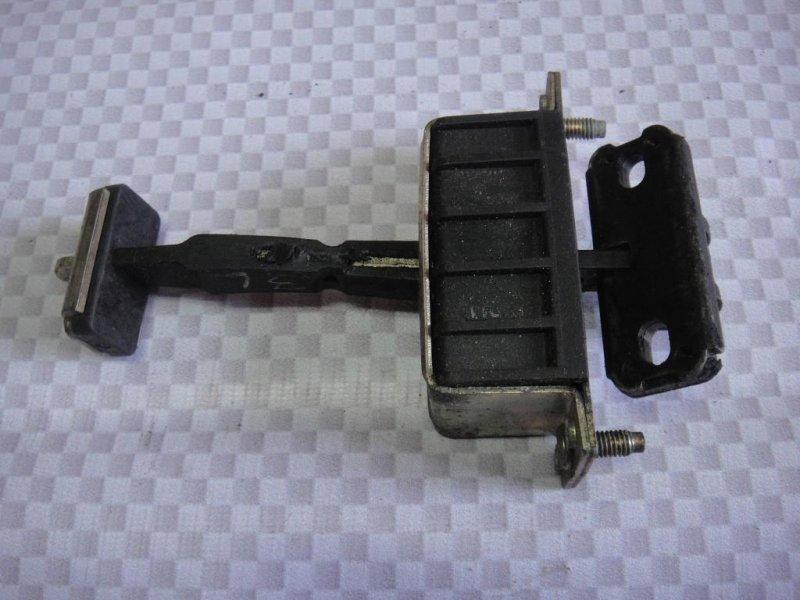Ограничитель двери Mercedes-Benz E-Class W211 M272.943 2006 задний левый (б/у)