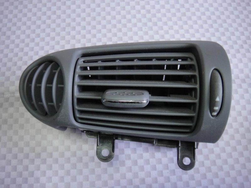 Дефлектор воздушный Mercedes-Benz C-Class W203 M271.946 2002 левый (б/у)