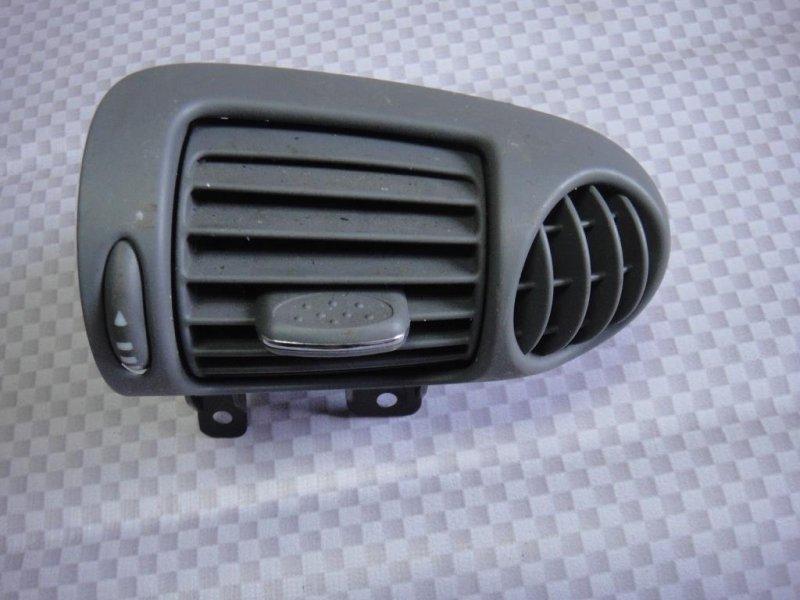 Дефлектор воздушный Mercedes-Benz C-Class W203 M271.946 2002 правый (б/у)