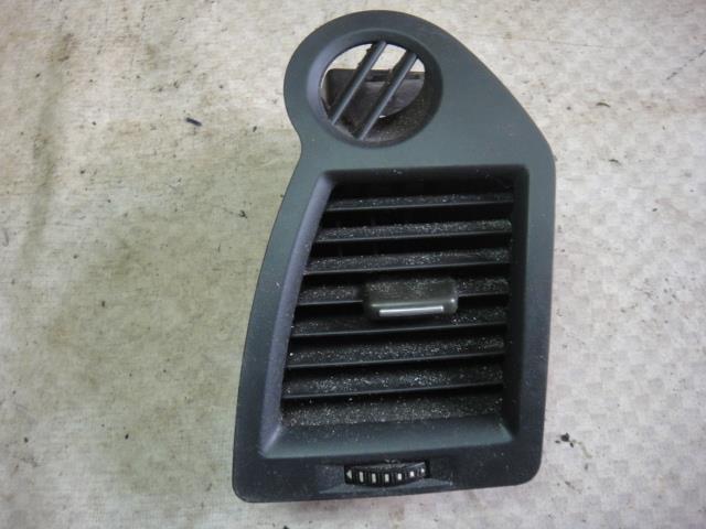 Дефлектор воздушный Renault Megane LM2Y K4M812 2006 правый (б/у)