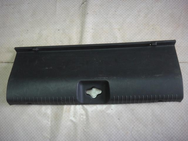 Накладка на панель багажника Hyundai Solaris RB G4FC 2012 задняя (б/у)