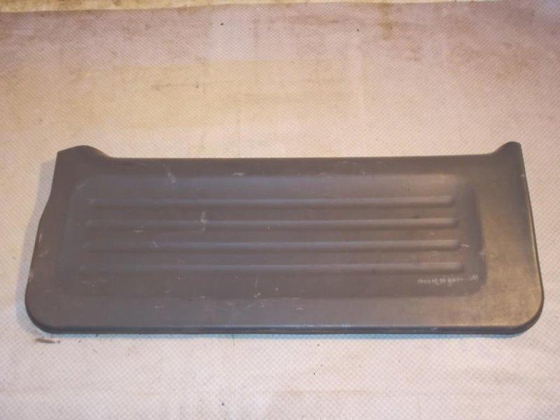 Обшивка двери багажника Chevrolet Tracker NBJ J20A 2000 (б/у)