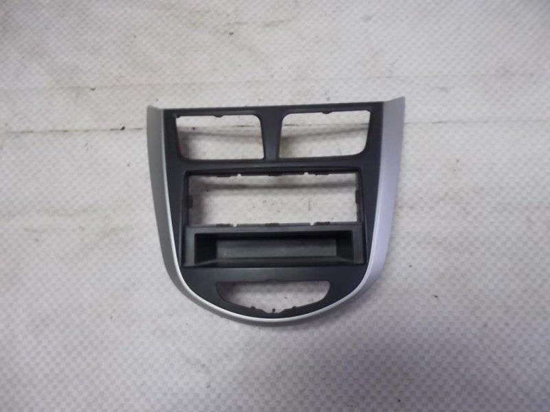 Накладка консоли центральной (рамка) Hyundai Solaris RB G4FC 2012 (б/у)