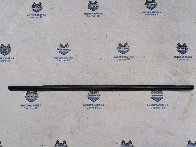 Уплотнитель стекла двери Nissan X-Trail NT31 MR20DE 2008 задний левый (б/у)