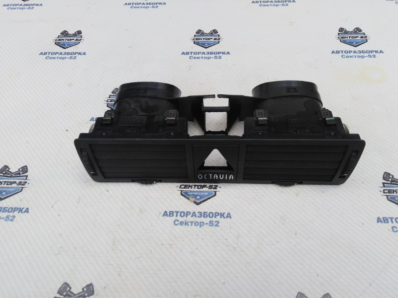 Дефлектор воздушный Skoda Octavia A4 AEE 2004 (б/у)