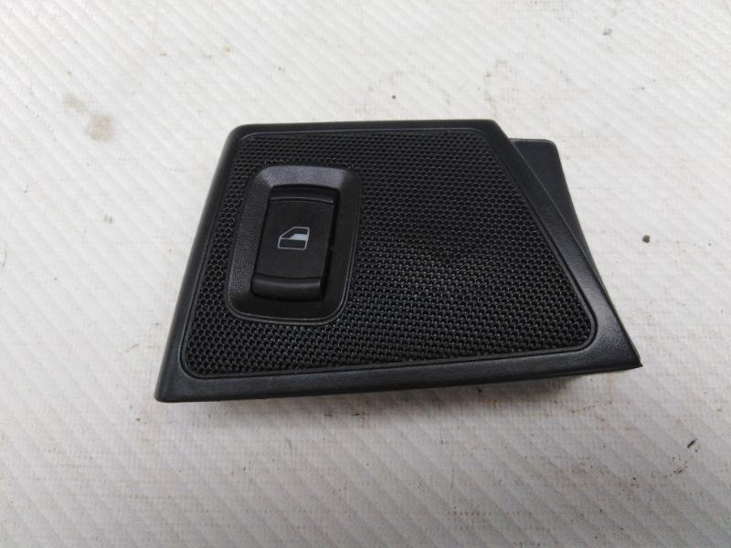 Кнопка стеклоподъемника Skoda Octavia A4 AEE 2004 задняя правая (б/у)