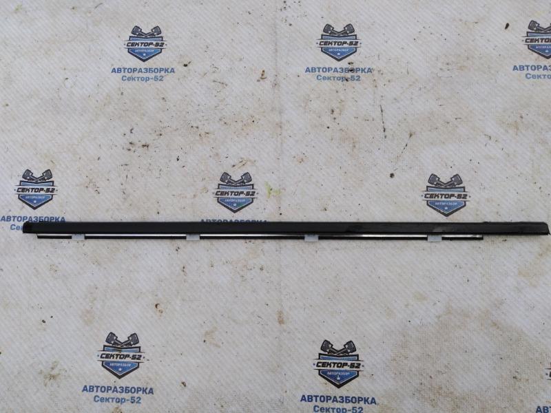 Уплотнитель стекла двери Nissan Qashqai J10 MR20DE 2007 задний правый (б/у)
