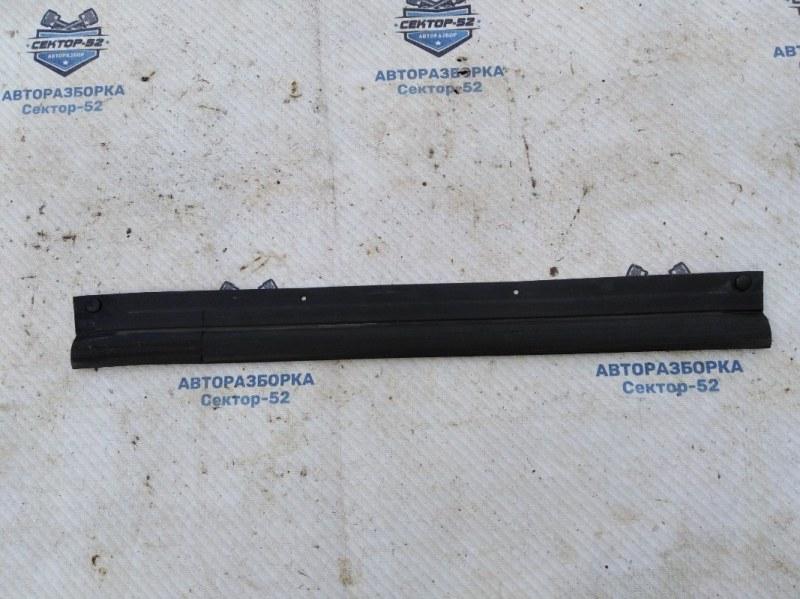Уплотнитель двери Nissan Qashqai J10 MR20DE 2007 задний правый нижний (б/у)