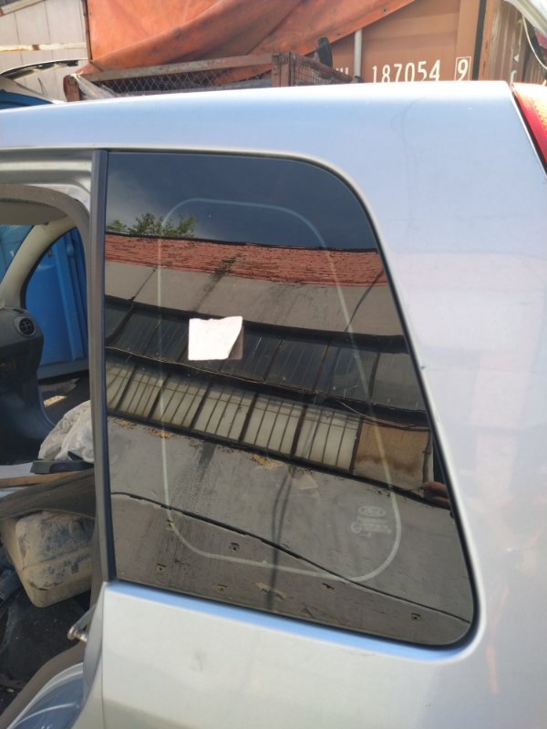Стекло кузовное глухое левое Ford Fusion 2001-2012 (б/у)