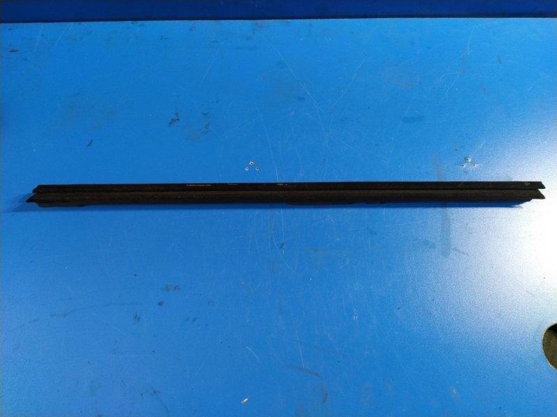 Уплотнитель стекла внутренний Ford Ecosport 2013> передний левый (б/у)