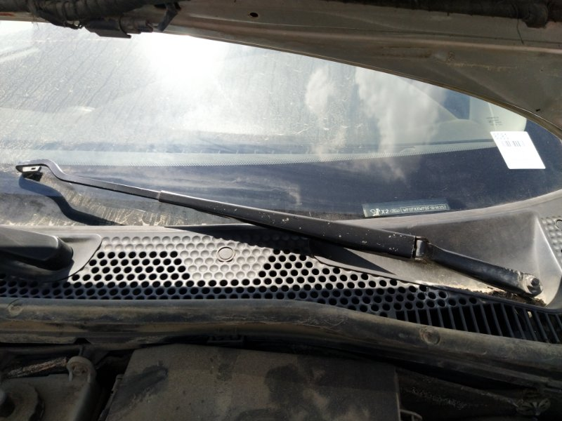 Поводок стеклоочистителя Ford Focus 1 (1998-2005) СЕДАН передний левый (б/у)