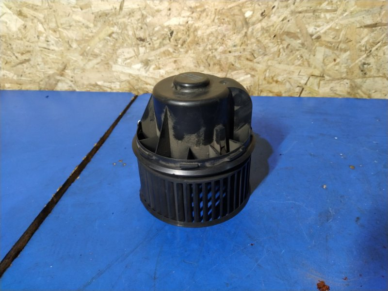 Моторчик печки Ford Focus 3 (2011>) ХЭТЧБЕК 1.6L DURATEC TI-VCT (123PS) 2012 (б/у)