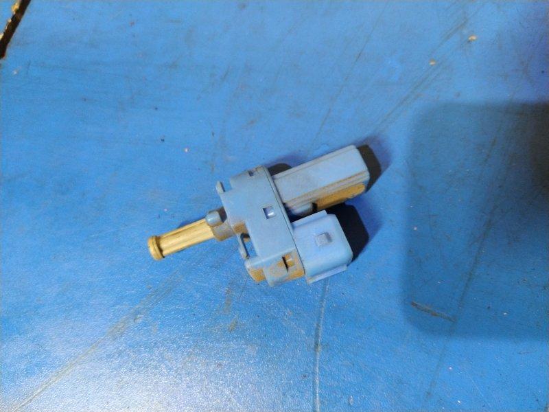 Датчик включения стоп-сигнала Ford Focus 1 1998-2005 СЕДАН 1.6L ZETEC-E EFI (100 Л.С.) 2001 (б/у)