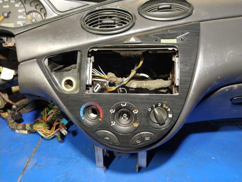 Блок управления отопителем Ford Focus 1 (1998-2005) СЕДАН 1.6L ZETEC-E EFI (100 Л.С.) 2001 (б/у)