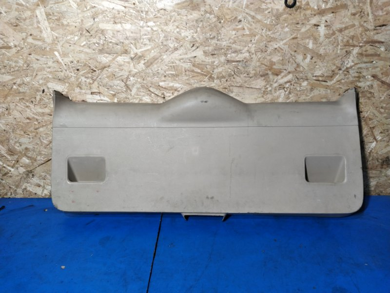 Обшивка двери багажника Ford Mondeo 3 (2000-2007) УНИВЕРСАЛ нижняя (б/у)