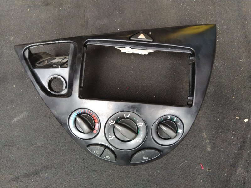 Блок управления печкой Ford Focus 1 Usa (1998-2005) СЕДАН (б/у)