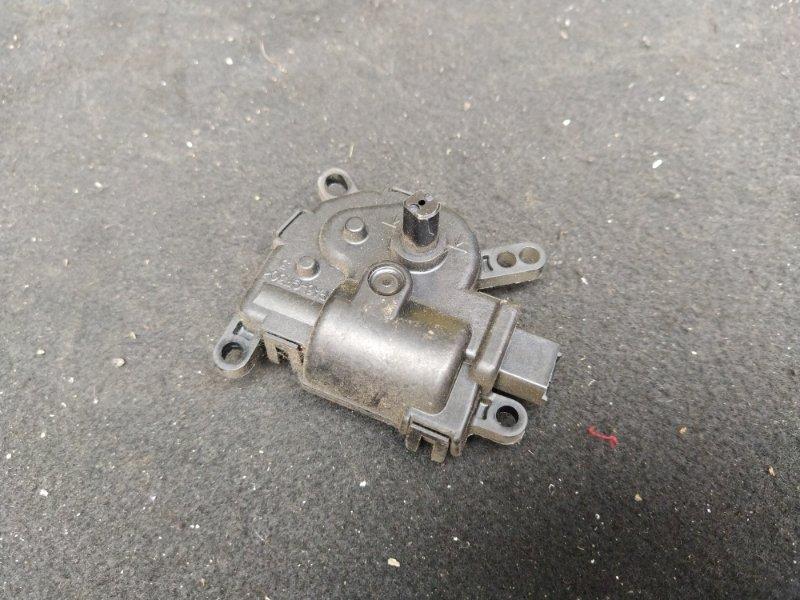 Моторчик привода заслонок отопителя Ford Focus 1 1998-2005 СЕДАН (б/у)