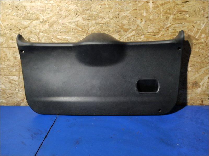 Обшивка двери багажника Ford Fusion 2001-2012 (б/у)