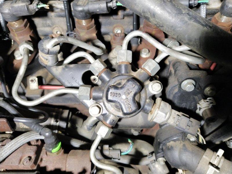 Топливная рампа Ford Focus 2 2008-2011 (б/у)